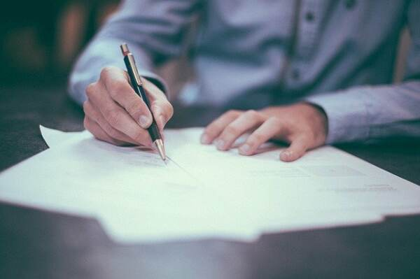 signing a contract for ghostwriting