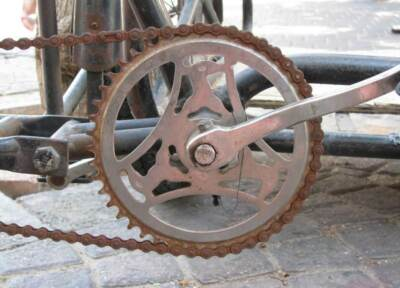 Rusty bike chain and drivetrain | Fully enclosed bicycle cover
