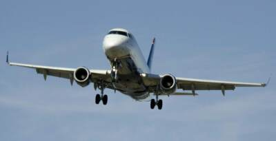 An airplane coming in for a landing | Aircraft landing gear systems